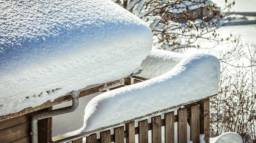 Les signes d'une surcharge de poids de neige